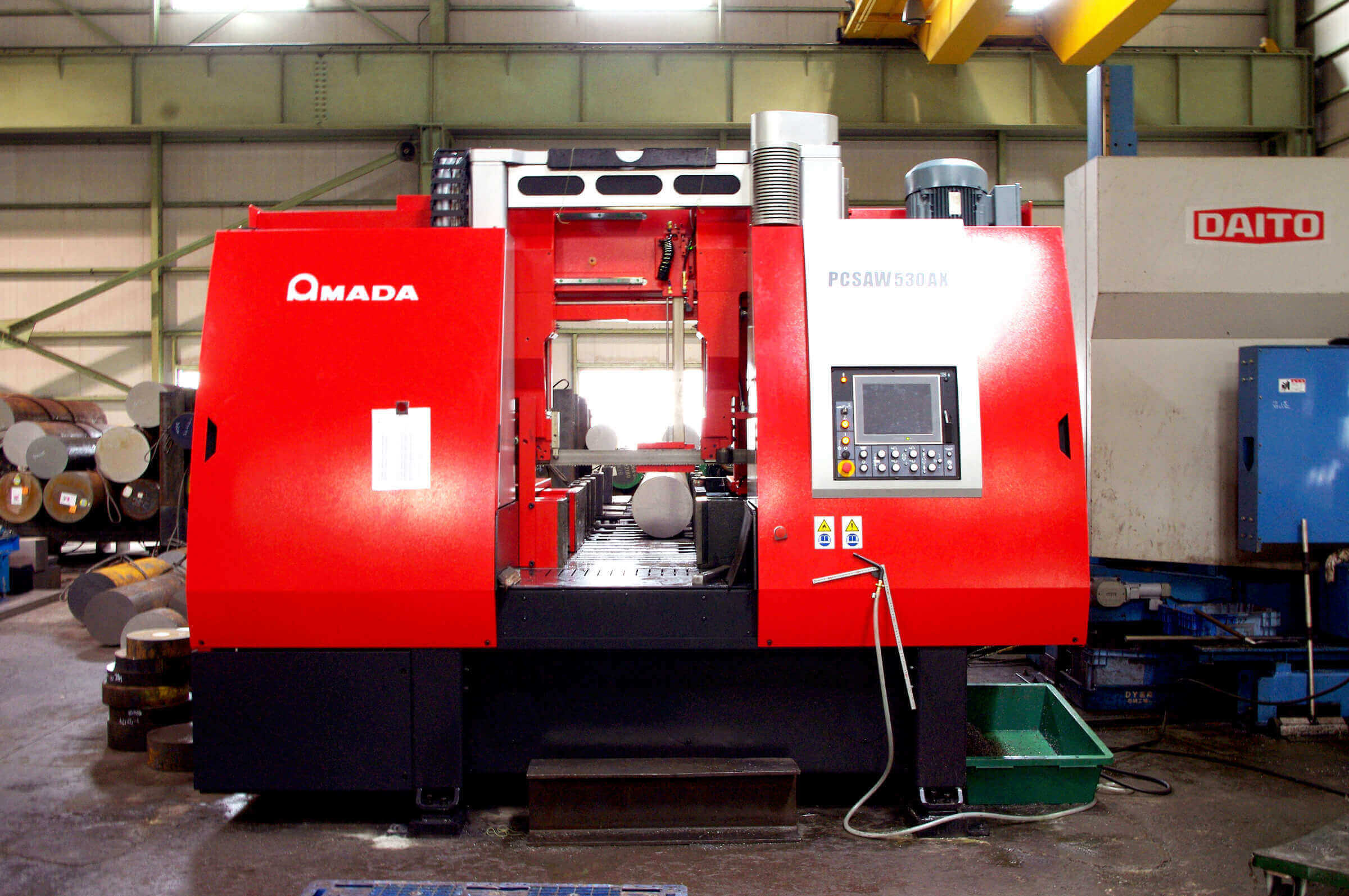 We support large-sized products by using the world's highest grade fully automatic vertical band saw machine.